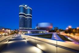 Architekturfotografie: BMW Museum München, BMW Hochhaus bei Nacht | 4831 | © Effinger
