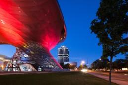 Architekturfotografie: BMW Welt München, BMW Museum, BMW Hochhaus bei Nacht | 4656 | © Effinger