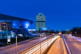 Architekturfotografie: BMW Welt München, BMW Museum, BMW Hochhaus bei Nacht   5528   © Effinger