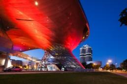 Architekturfotografie: BMW Welt München, BMW Museum, BMW Hochhaus bei Nacht | 5659 | © Effinger