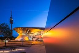 Architekturfotografie: BMW Welt München und Olympiaturm bei Nacht   9954   © Effinger